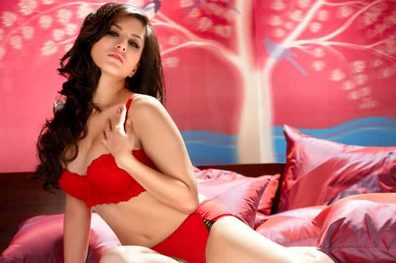 adult star sunny leone red hot bikini pictures