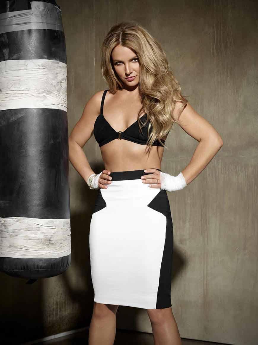 Britney-Spears-bikini-top-photos-show-off-her-fit-body