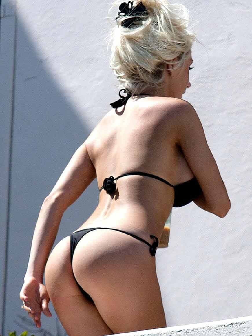 Courtney-Stodden---Wearing-bikini-on-the-set-of-a-photoshoot-in-Hollywood--03