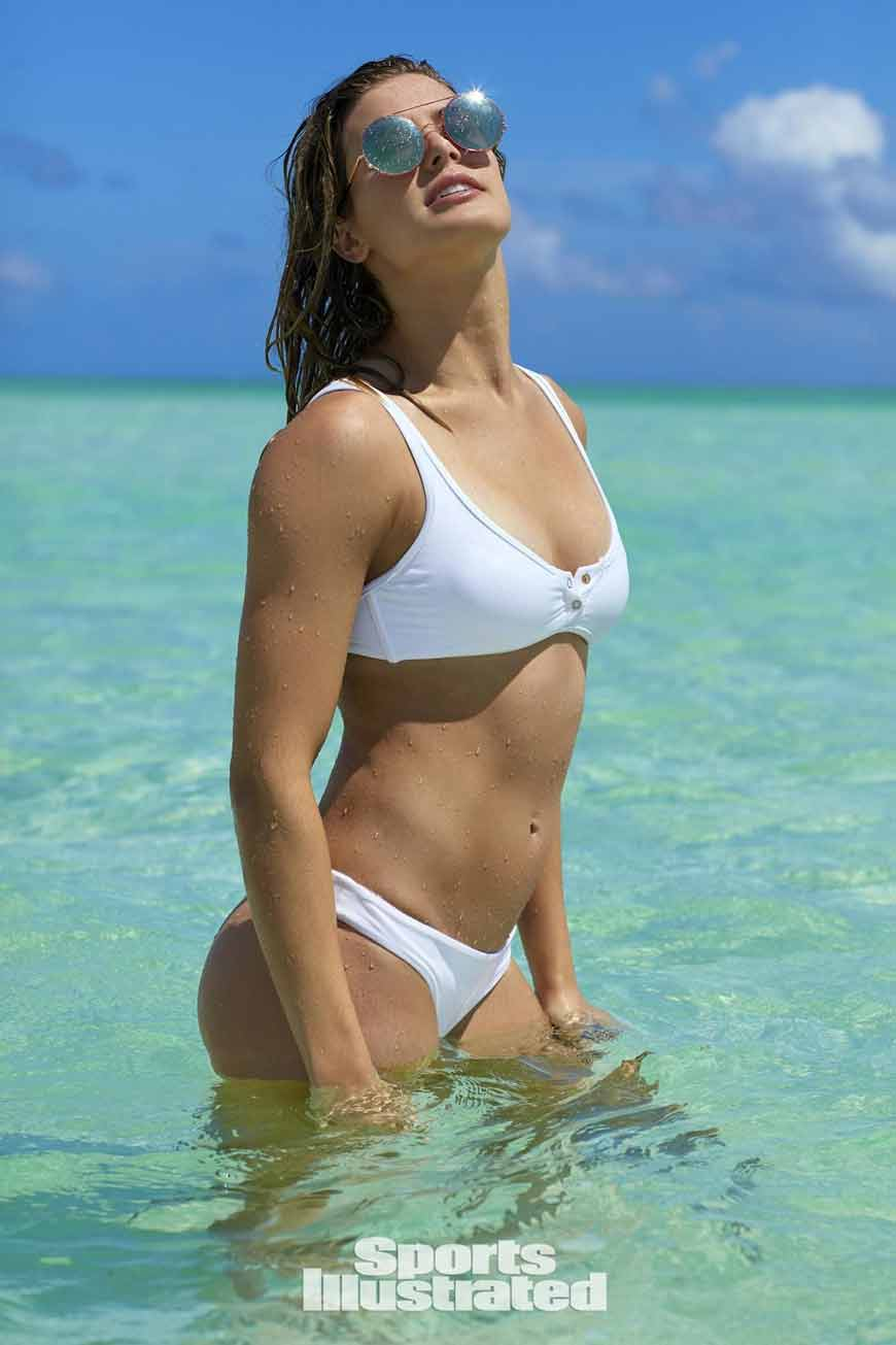 Eugenie-Bouchard-picture-in-swimsuit-on-the-beach