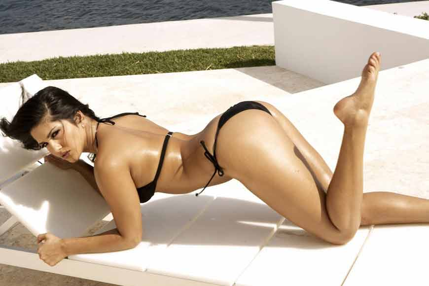 Hot-Sunny-Leone-in-Sexy-Black-Bikini-Wallpaper-07