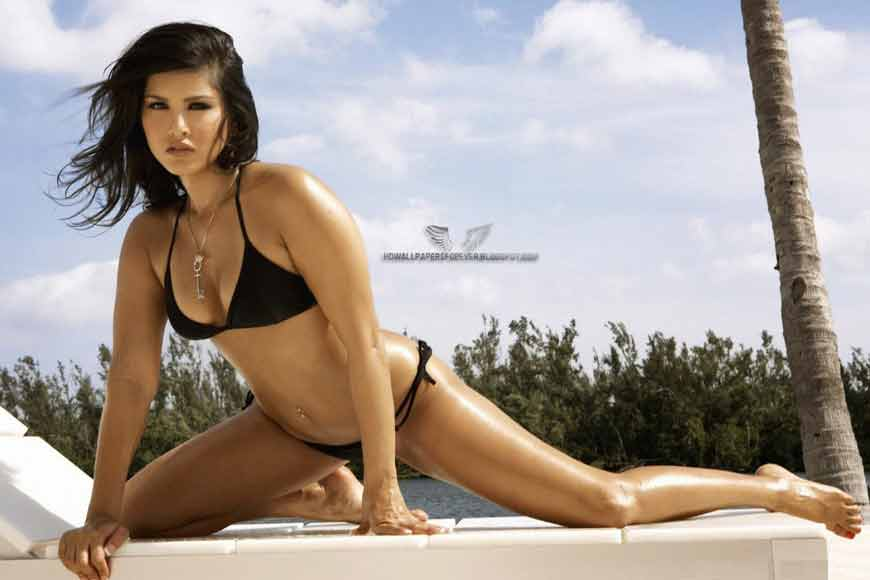 Hot-Sunny-Leone-in-Sexy-Black-Bikini-Wallpaper-08-copy