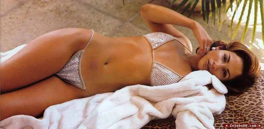 showing-sexy-boobs-jennifer-lopez-images-pictures-in-lingerie