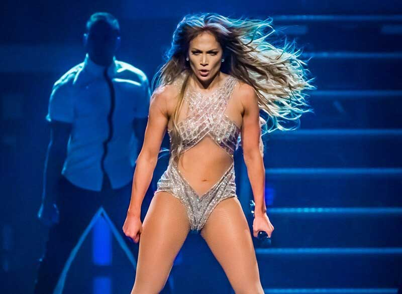 jennifer-lopez-performing-in-sexy-bikini-outfit