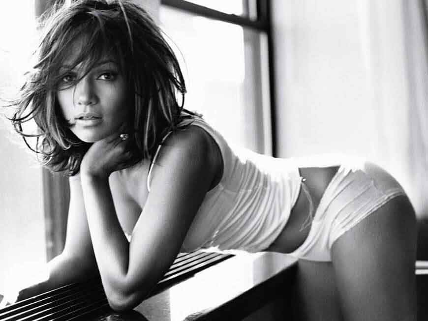 jennifer-lopez-ass-show-seductive-pose-for-camera-sexy-butt-in-panty-jlo-hot-pics