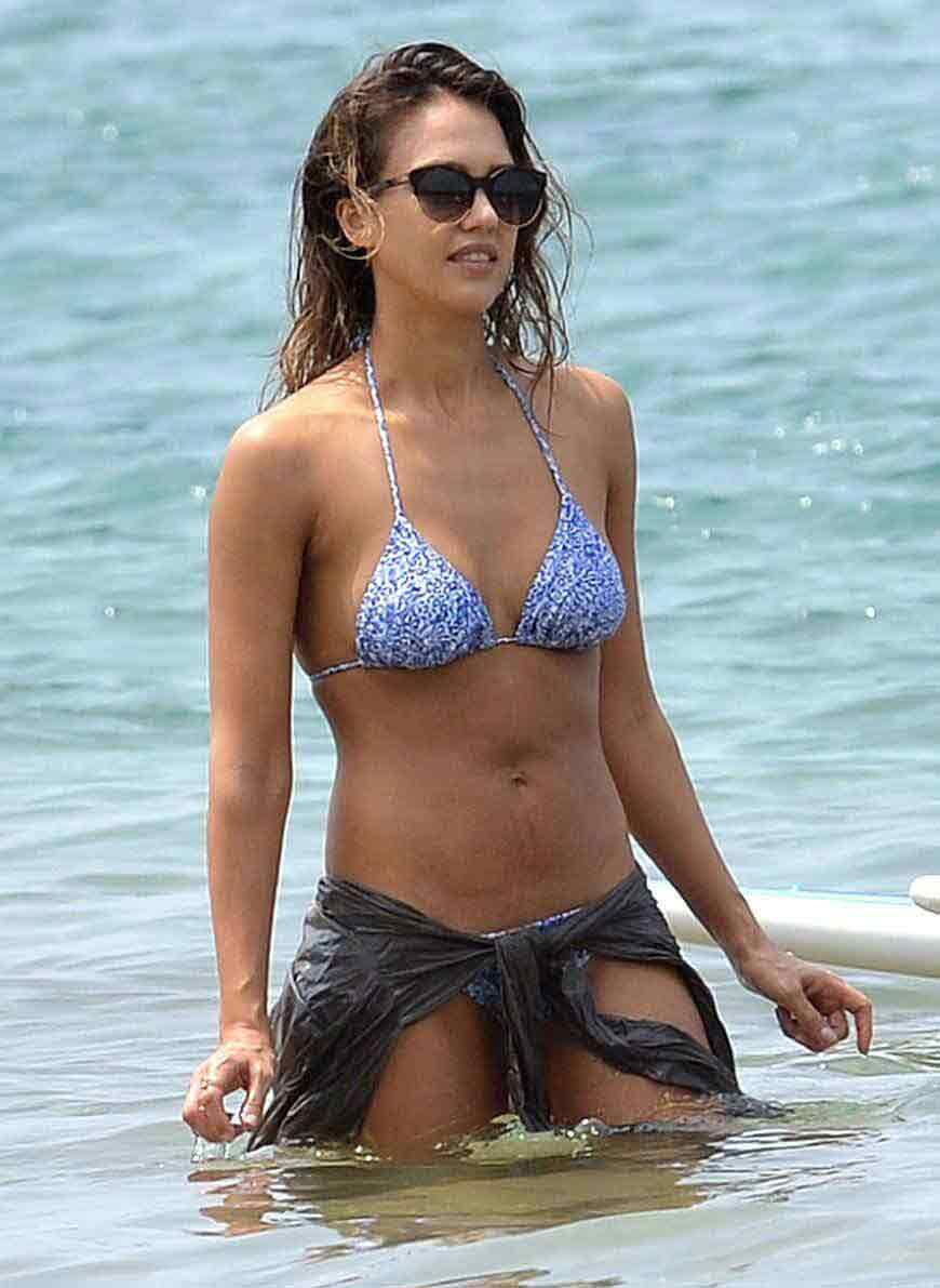 Jessica-Alba-bathing-suit-photos-enjoying-in-sea
