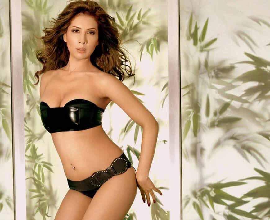 Kim-Sharma-Black-Bikini-Photoshoot