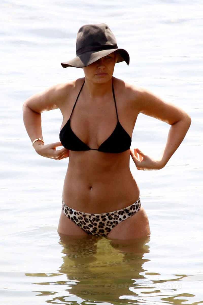 Lara-Bingle-in-Bikini-photos-dots-printed-panty-and-black-bikini-top-on-beach