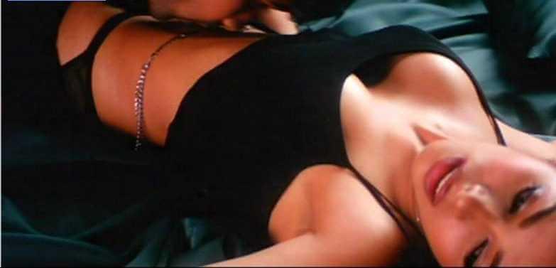 Mallika-Sherawat-bold-scene-from-murder-showing-her-deep-cleavage