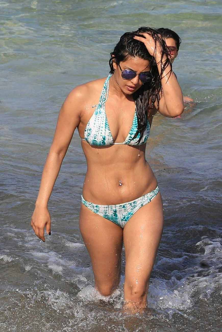 hot priyanka chopra bikini images