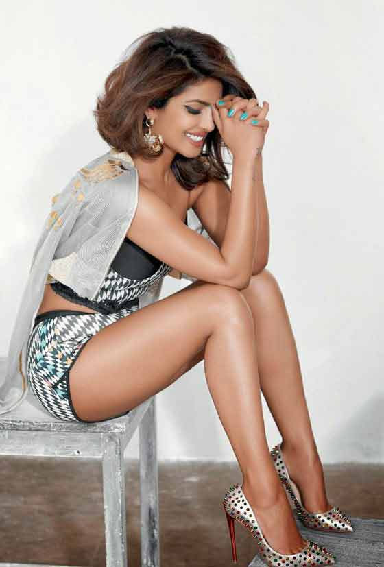 priyanka chopra legs show in shorts