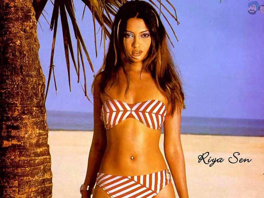 Riya-Sen-Hot-Pics-in-bikini