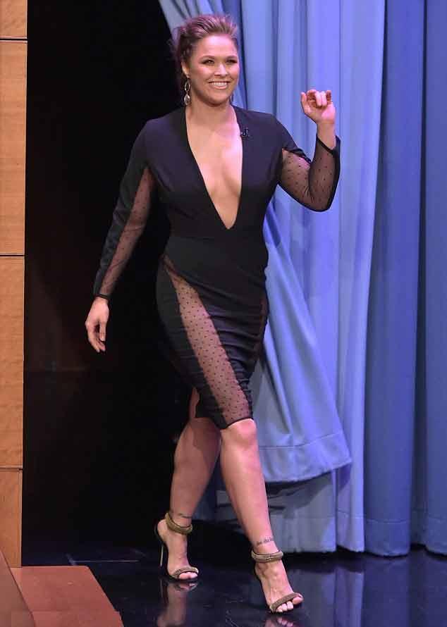 Ronda rousey looking damn hot in black dress display her sideboobs