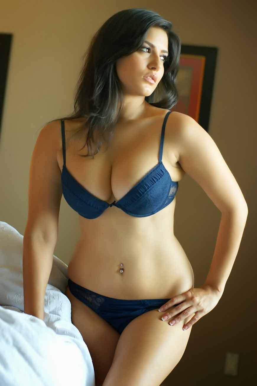 bollywood actress sunny leone boobs images
