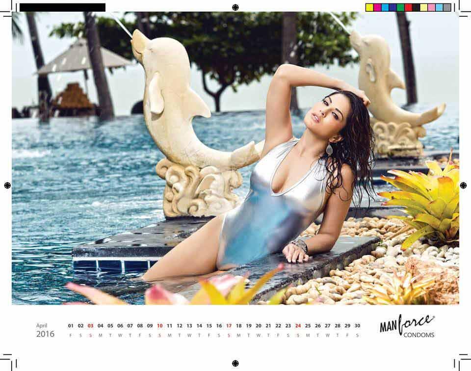 Sunny Leone Flashing her Assets In Bikini Body