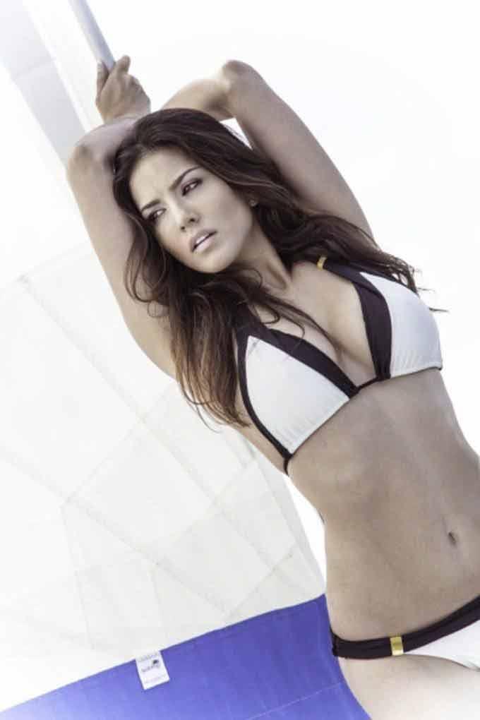 Sunny leone hot picture in white bikini