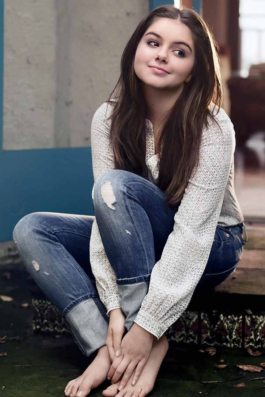 Ariel Winter Cute Wallpapers With smile
