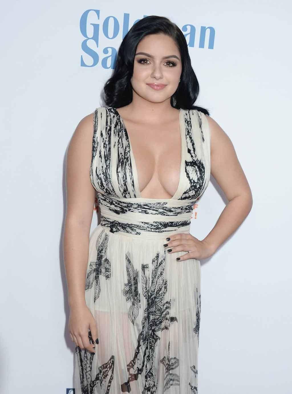 Ariel Winter Hot Dress in showing side boobs