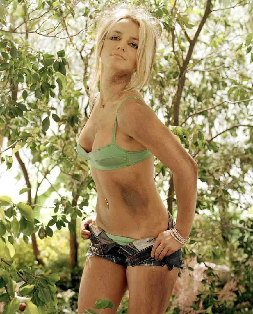 britney-spears-bikini-images-in-jungle-look