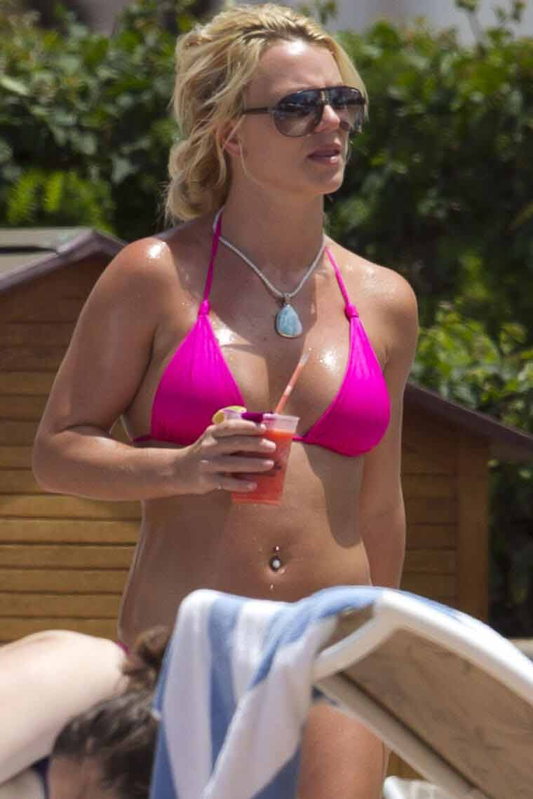 britney-bikini-church-sexy-pink-swimsuit-seductive-photos