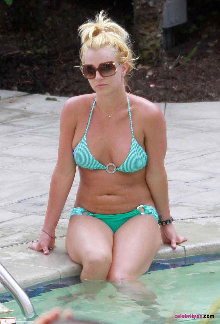britney-spears-hot-bikini-photos
