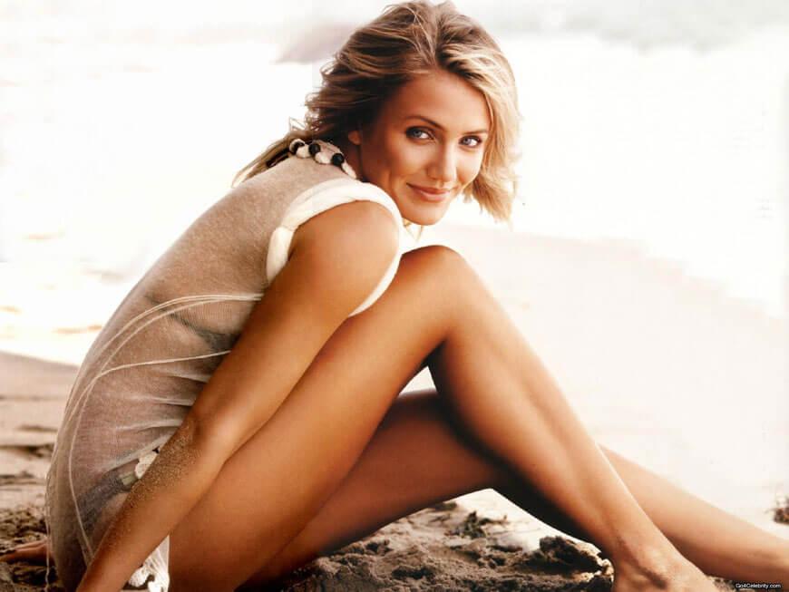 actress cameron diaz bikini photos showing sexy long legs