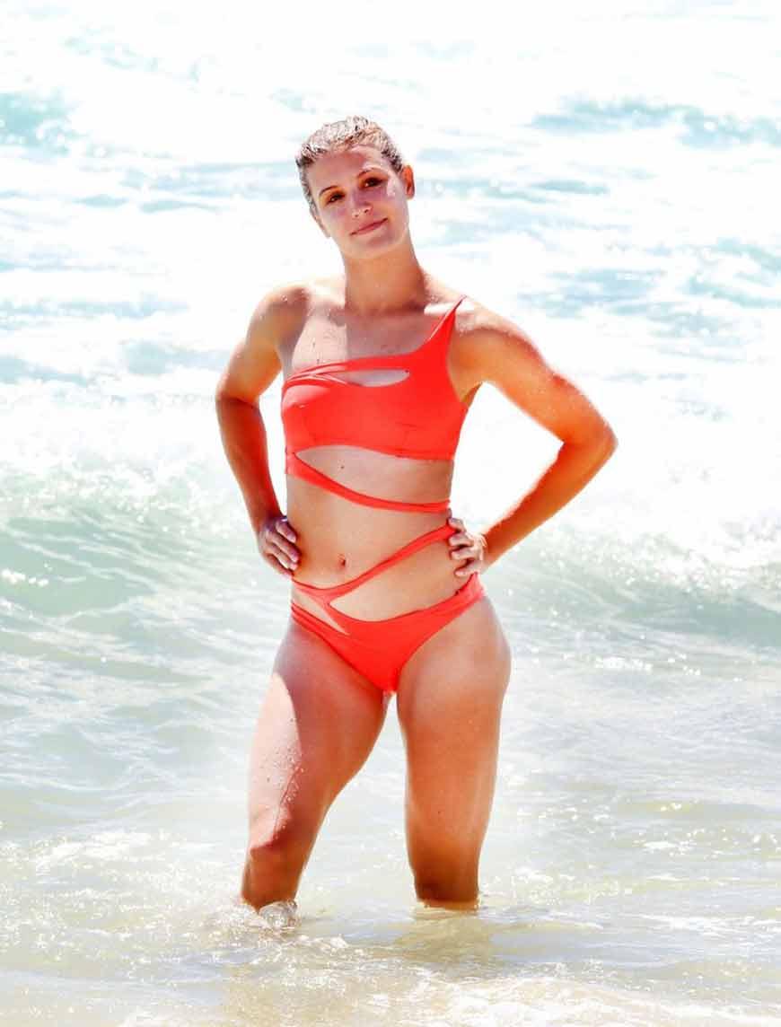 eugenie-bouchard-in-bikini-on-the-beach-in-perth