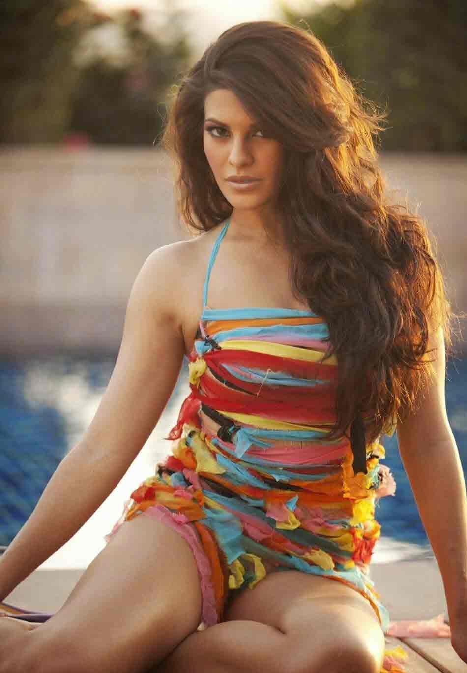 hot-model-actress-jacqueline-fernandez-bikini-images-in-sexy-colorful-bikini