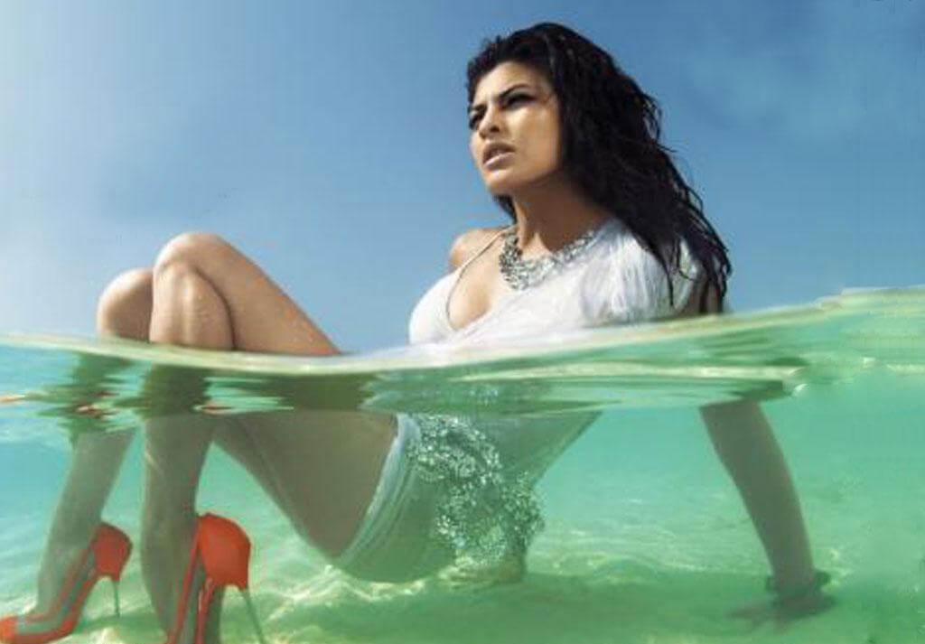jacqueline-fernandez-bikini-hd-pictures