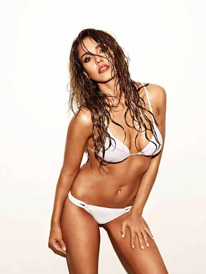 beautiful-Jessica-Alba-sexy-bikini-photos-available-on-internet-that-will-make-you-naughty