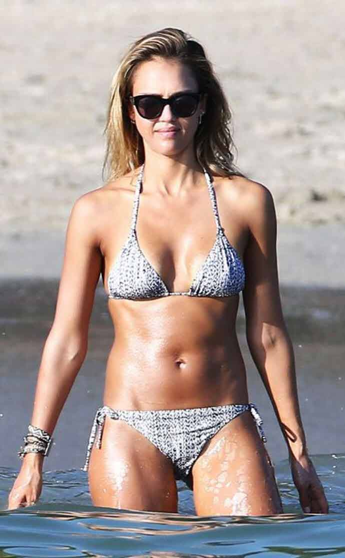 sexy-boobs-cleavage-images-bikini-body-pictures-photos-of-jessica-alba