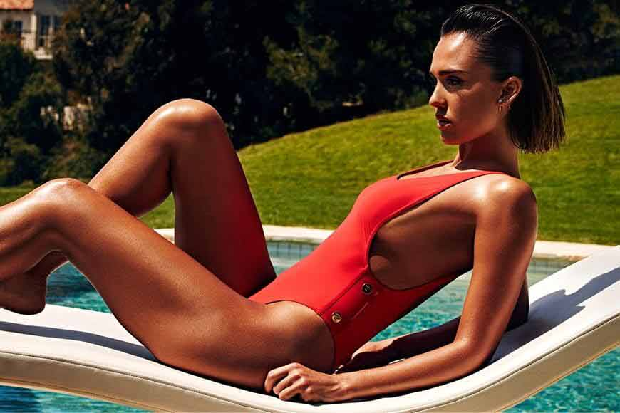 Jessica-Alba-Hot-in-Bikini-images-her-boobs-visible-from-side-in-her-red-tight-swimwear