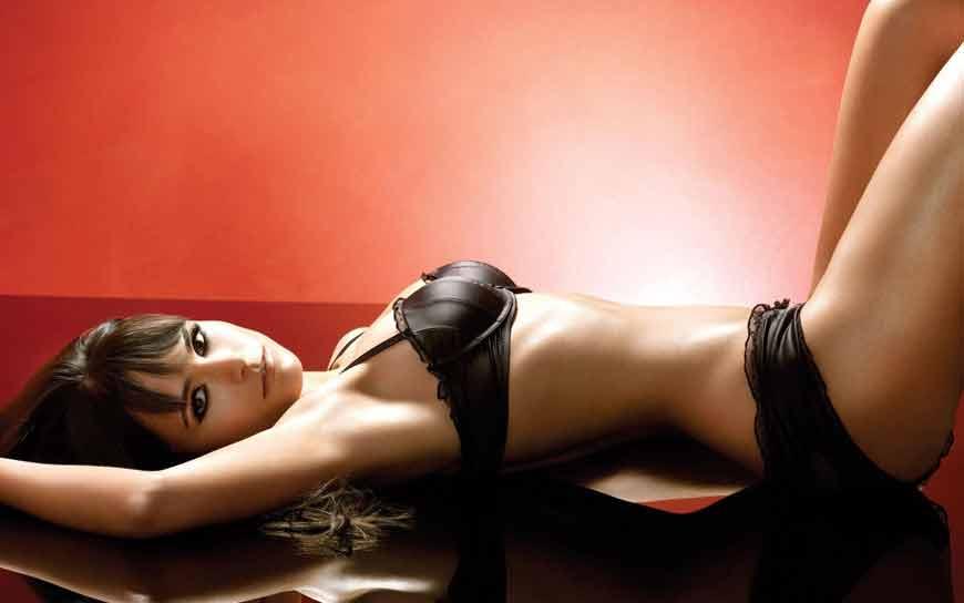 jordana-brewster-bikini-photoshoot-showing-her-body-curves