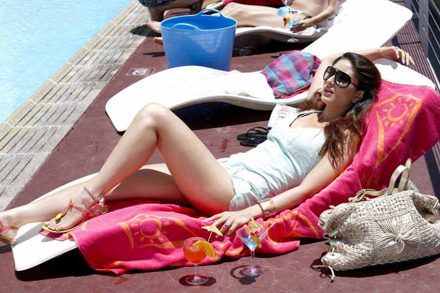 bikini-photos-of-kareena-kapoor-from-kambhakkt-ishq