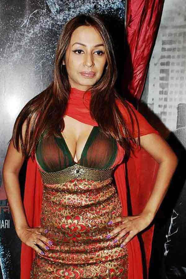 kashmira shah hot boobs photos showing her cleavage