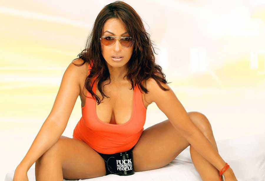 kashmira shah boobs are visible from her t shirt