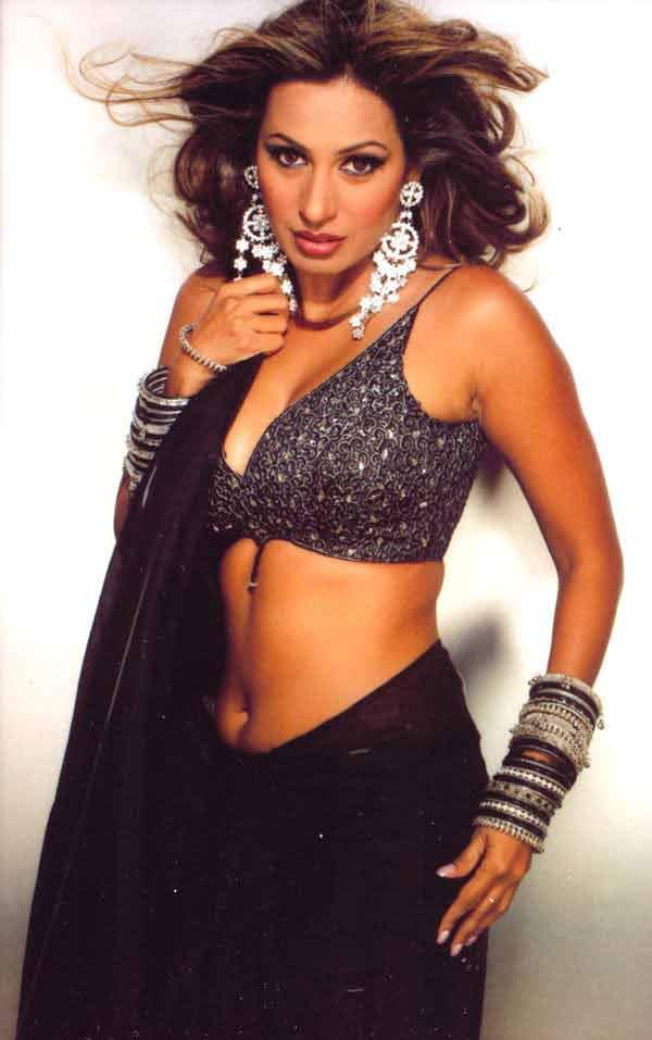 hot photos of kashmira shah in bikini top