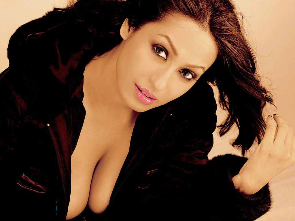 kashmira shah boobs show pictures