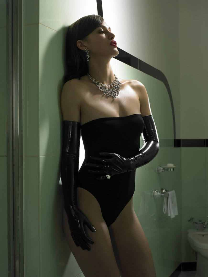 keira-knightley-bikini-photos-images-sexy-black-swimwear-thong