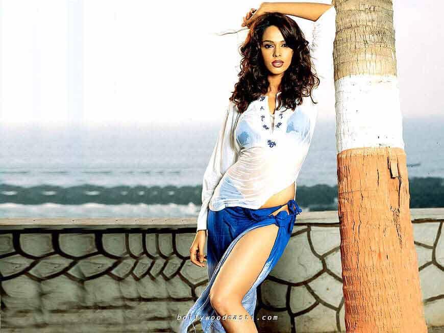 mallika-sherawat-sexy-bikini-photos
