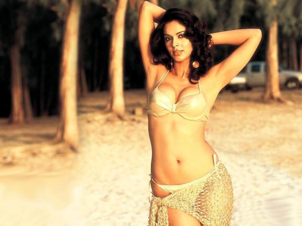 mallika sherawat bikini photo captures on beach