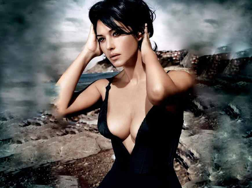 monica bellucci hot boobs deep cleavage pictures