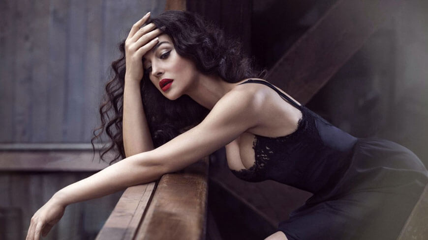 HD Quality wallpaper of Monica Bellucci cleavage