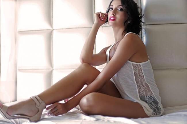 sexy-nora-bikini-images-sizzling-hot-photos