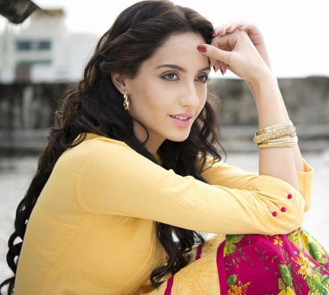 nora-fatehi-pics-in-desi-look-wearing-salwar-kameez