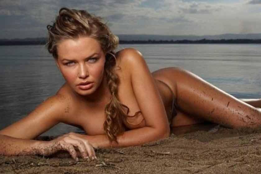 sexy-Lara-Bingle-huge-cleavage-show-photos