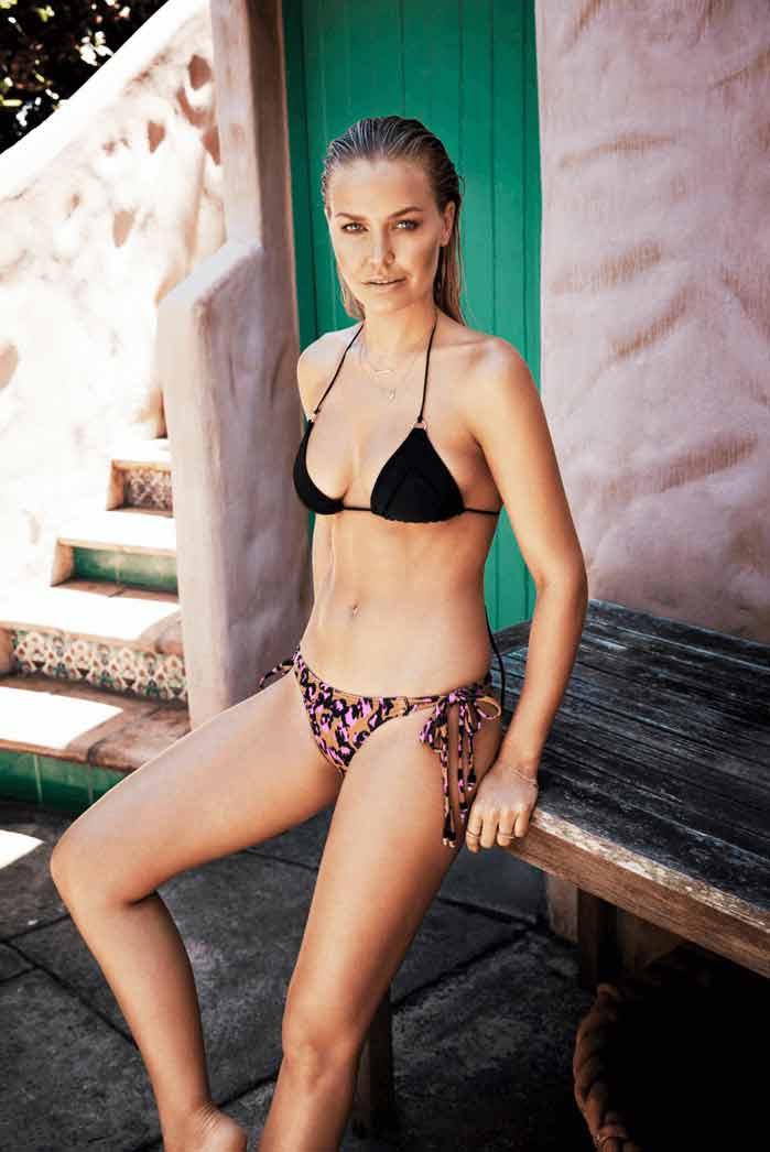 sexy-lara-bingle-swim-suit-images-with-wet-hair-bikini-pictures
