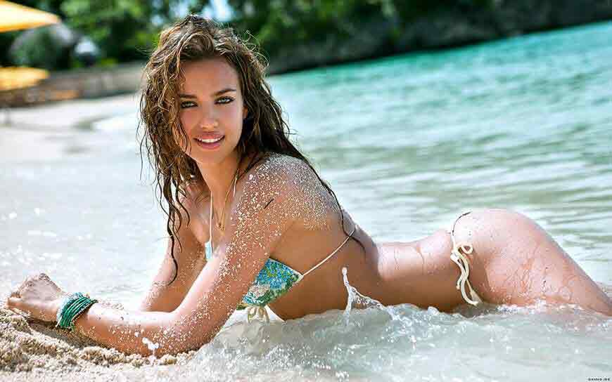 irina-shayk-butt-images-show-in-beach