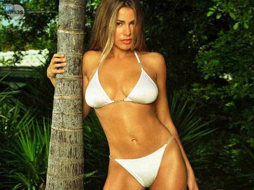 Sofia-Vergara-bikini-photos-her-assets-are-threaten-to-pop-out-of-tiny-bikini