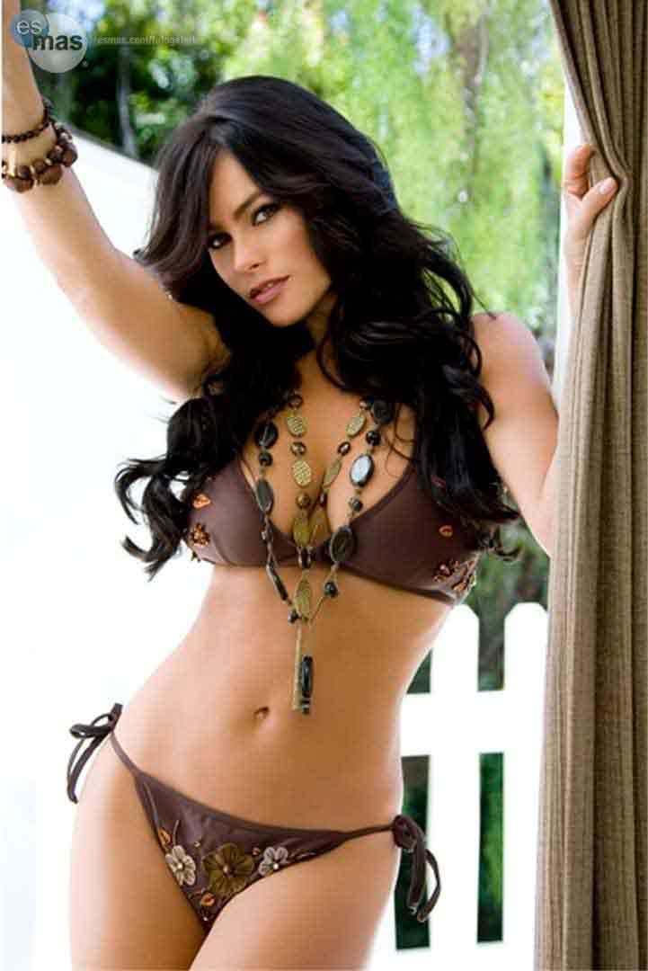 Sofia-Vergara-hot-bikini-body-looking-really-seductive-in-bikini-pictures